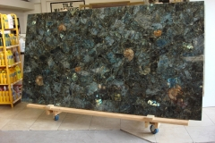 Labradorite-with-fossils